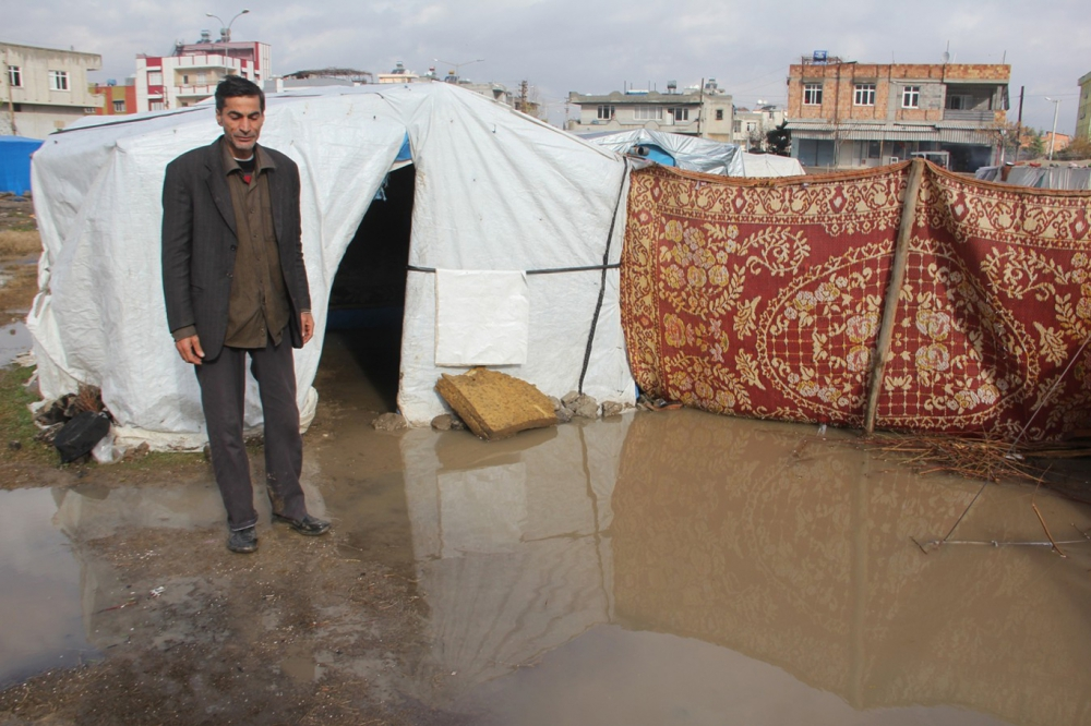 Suriyelilerin çamur içerisinde yaşam mücadelesi galerisi resim 9