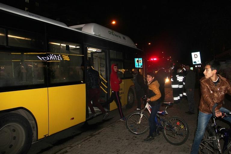 Belediye otobüsü ateşe verildi galerisi resim 1