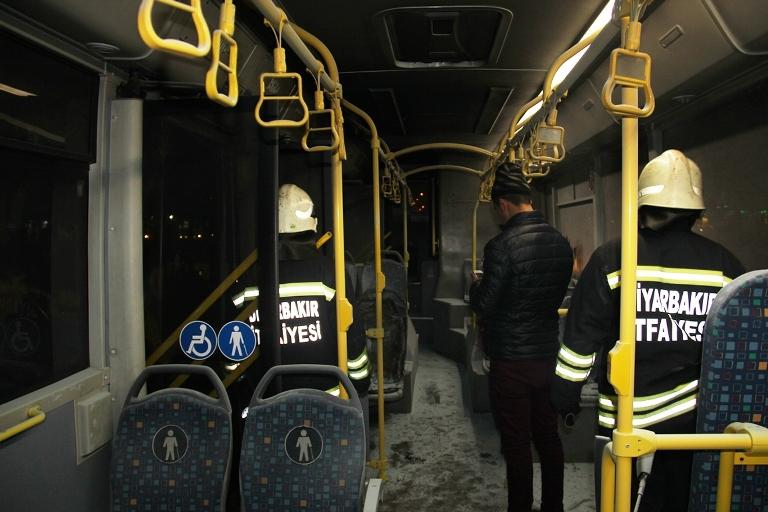 Belediye otobüsü ateşe verildi galerisi resim 10