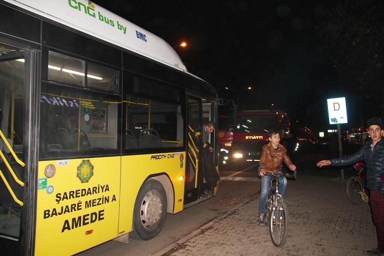 Belediye otobüsü ateşe verildi galerisi resim 11