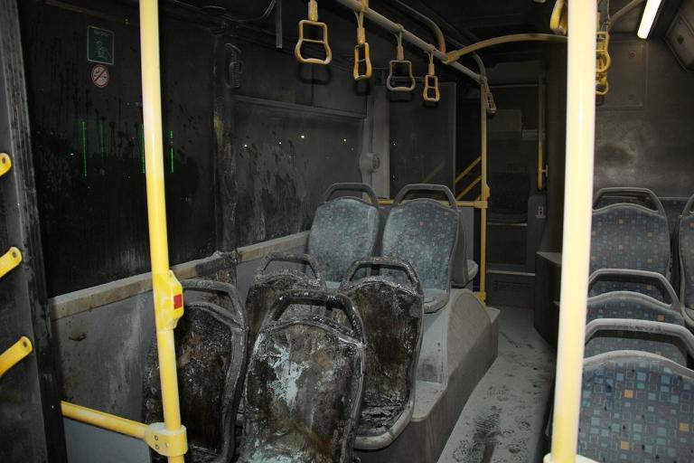 Belediye otobüsü ateşe verildi galerisi resim 2