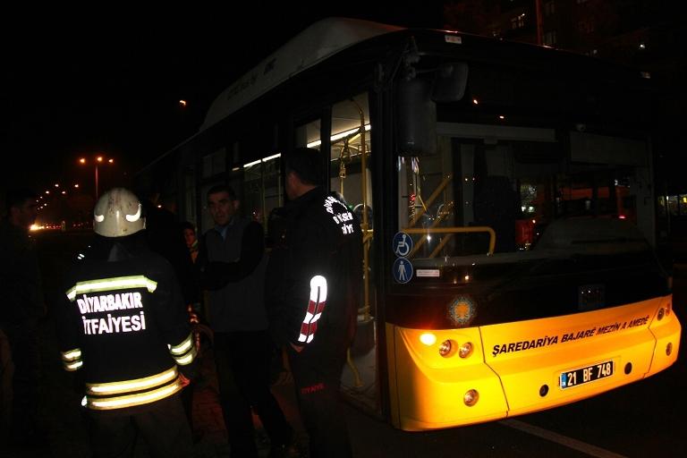 Belediye otobüsü ateşe verildi galerisi resim 5