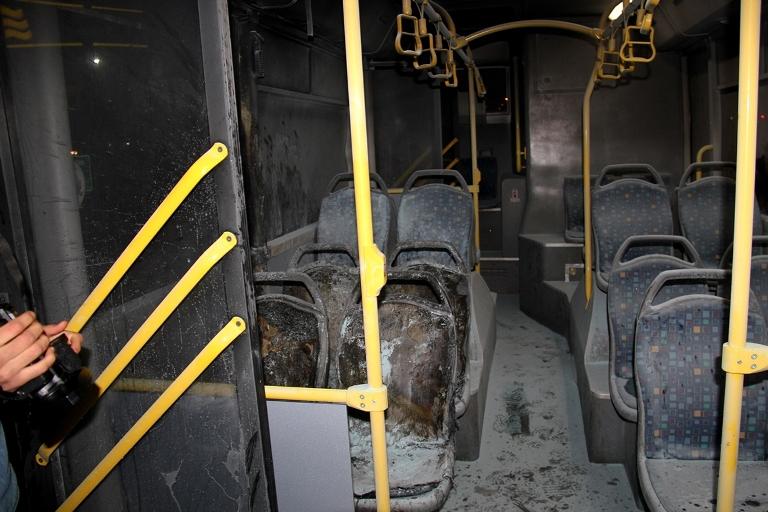 Belediye otobüsü ateşe verildi galerisi resim 6