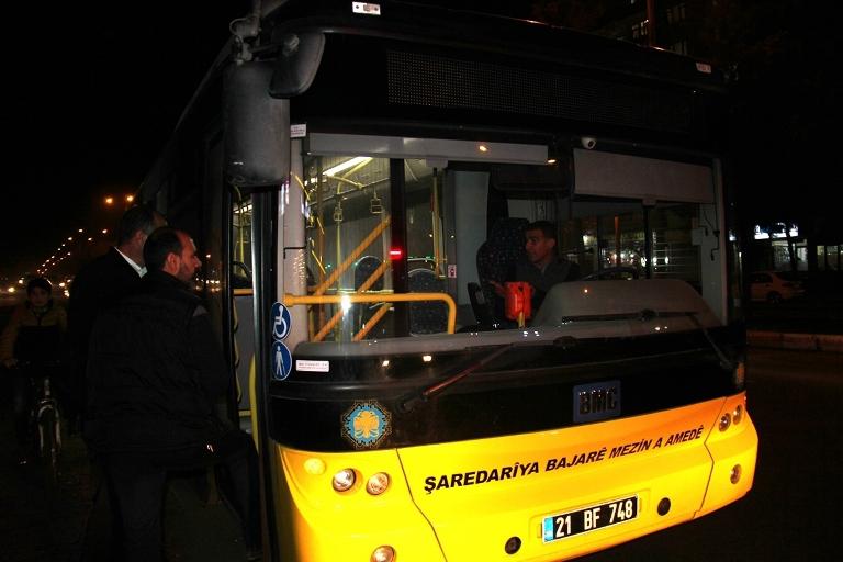 Belediye otobüsü ateşe verildi galerisi resim 7