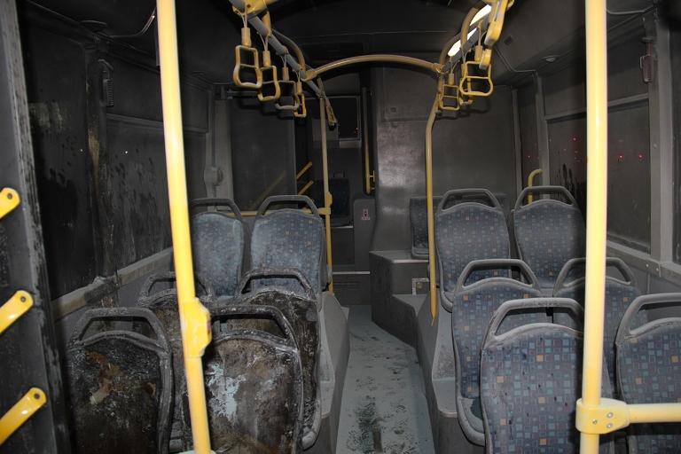 Belediye otobüsü ateşe verildi galerisi resim 8