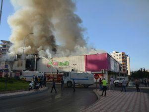 Batman'da alışveriş merkezinde korkutan yangın