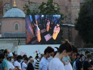 Ayasofya'da 86 yıl aradan sonra ilk bayram namazı kılındı