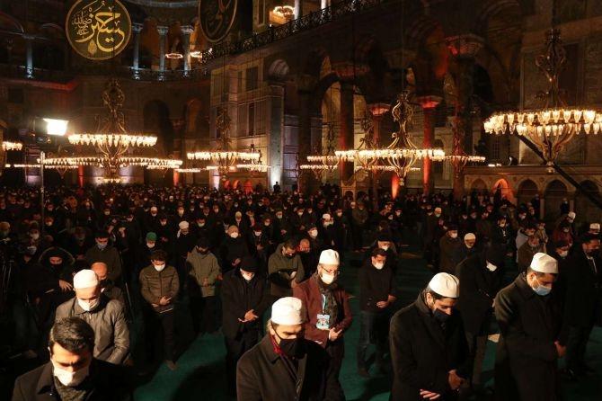 Ayasofya Camii'nde Regaib Gecesi ihya edildi galerisi resim 1