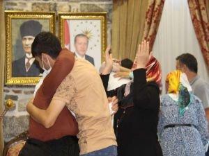 2 yıldır evlat nöbetindeydiler: PKK'nın kaçırdığı çocuklarına kavu