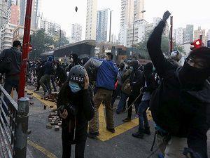 işportacılar polis'le çatıştı