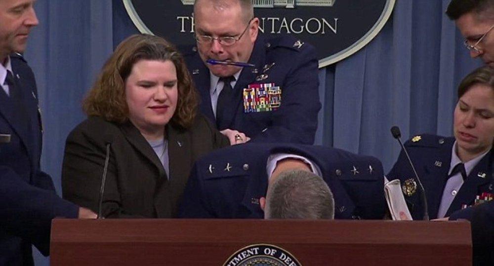 General James Martin Jr, Obama uçağı'nın komutanı bayıldı galerisi resim 3