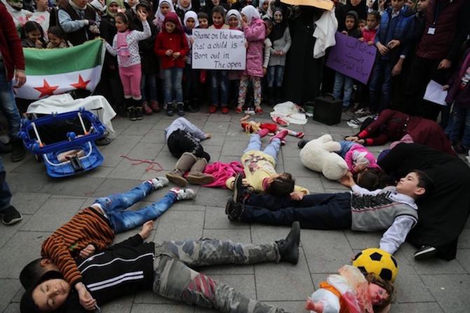 Türkiyede'ki Suriyeliler Rusya'yı protesto etti! galerisi resim 3