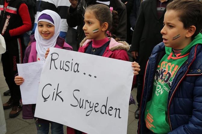 Türkiyede'ki Suriyeliler Rusya'yı protesto etti! galerisi resim 4