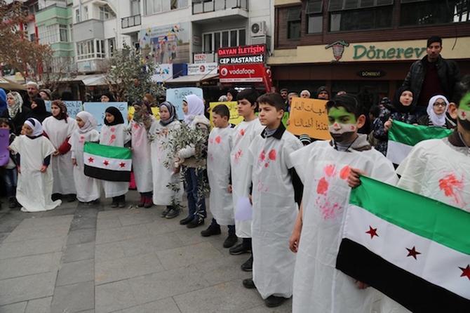 Türkiyede'ki Suriyeliler Rusya'yı protesto etti! galerisi resim 6