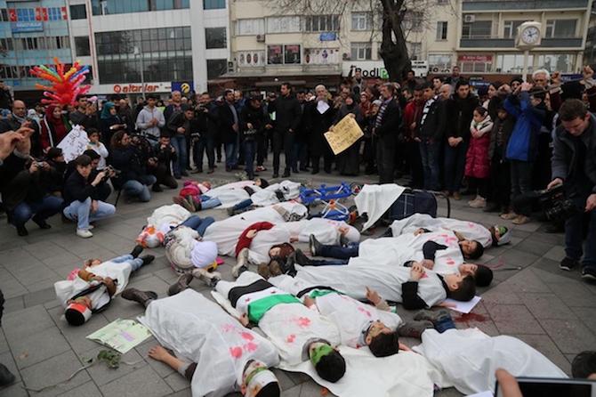 Türkiyede'ki Suriyeliler Rusya'yı protesto etti! galerisi resim 8