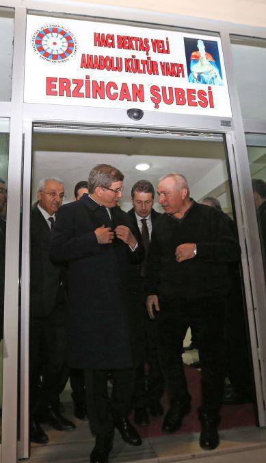 Başbakan Cemevi'nde ilgiyle karşılandı galerisi resim 1