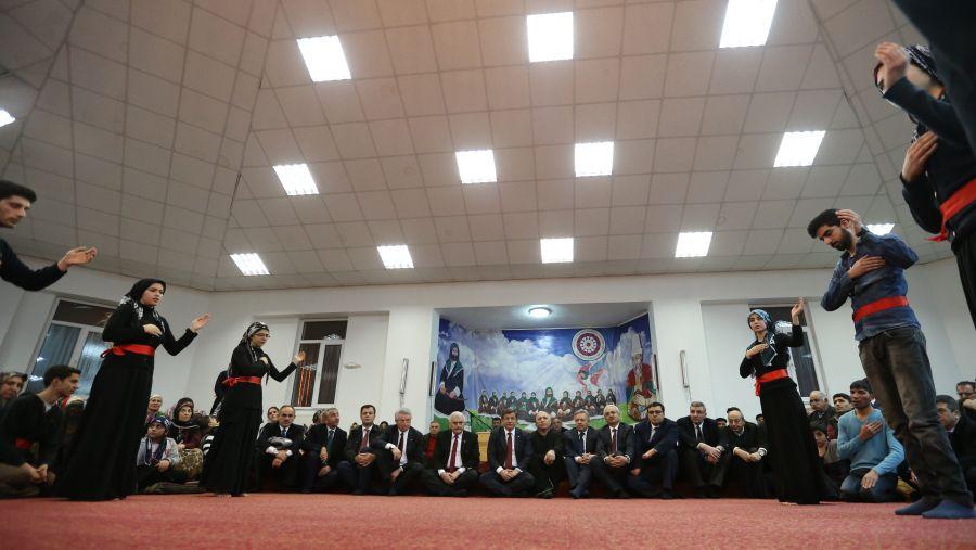 Başbakan Cemevi'nde ilgiyle karşılandı galerisi resim 2