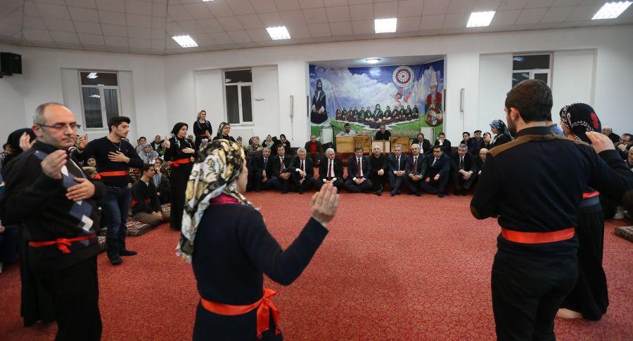 Başbakan Cemevi'nde ilgiyle karşılandı galerisi resim 3