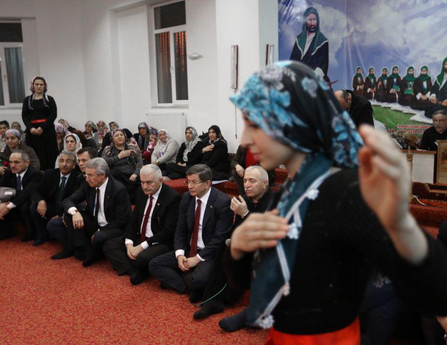 Başbakan Cemevi'nde ilgiyle karşılandı galerisi resim 4
