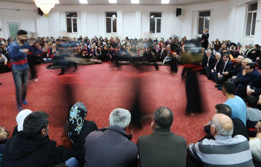 Başbakan Cemevi'nde ilgiyle karşılandı galerisi resim 6