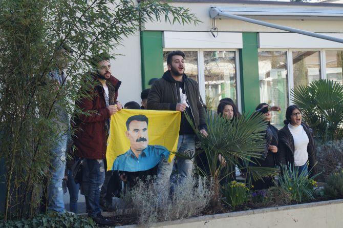 PKK, Kürt siyasetçi Burkay'ın programını sabote etti galerisi resim 1