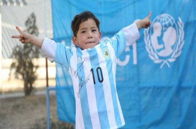Messi'nin minik hayranı hayaline kavuştu galerisi resim 1