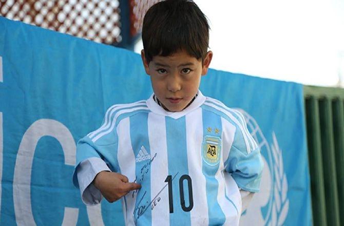 Messi'nin minik hayranı hayaline kavuştu galerisi resim 2