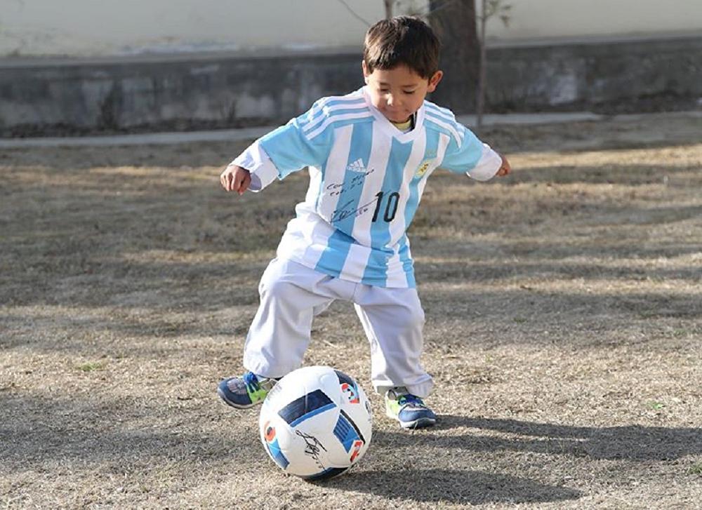 Messi'nin minik hayranı hayaline kavuştu galerisi resim 3