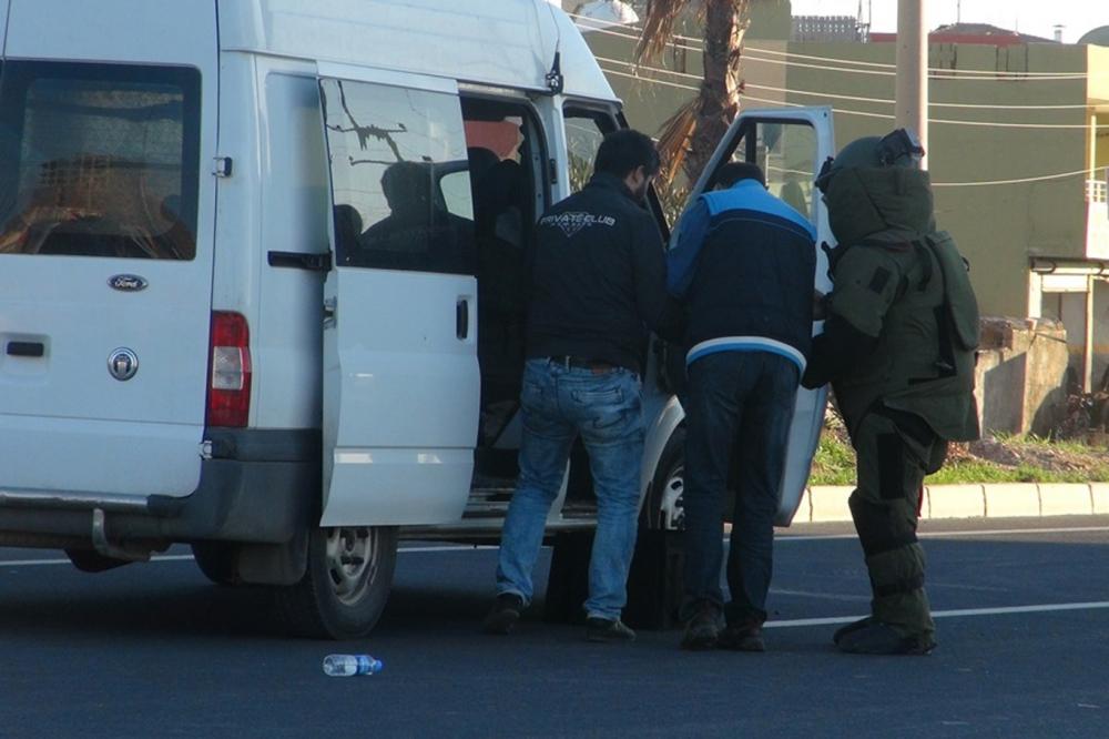 Şüpheli araçtan bomba çıktı galerisi resim 1