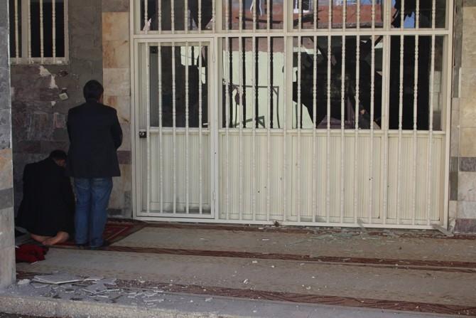 PKK Camilerin zarar görmesine sebep oldu galerisi resim 4