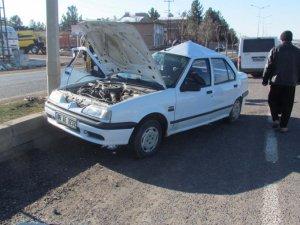Siverek'te yoldaki buzlanma ve çukur kazaya neden oldu