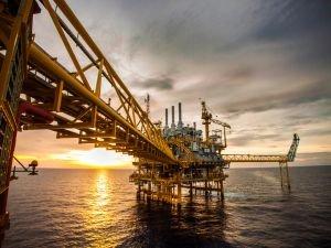 Petrol kuyusu azalıyor, üretim artıyor