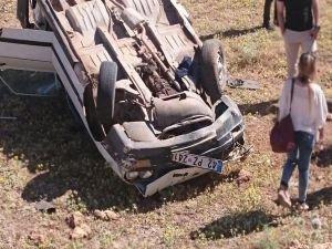 Şarampole yuvarlanan otomobilde 1 kişi hayatını kaybetti 2 kişi yaralandı