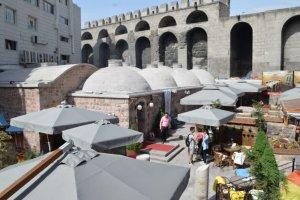 810 Yıllık Tarihi Sultan Hamamı Restoran olarak hizmet veriyor