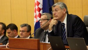 Hırvatistan'da kolaisyon hükümeti düştü