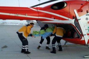 Kar'da mahsur kalan hastalar helikopterle kurtarıldı