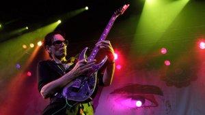 Gitar virtüözü Steve Vai'dan dev konser