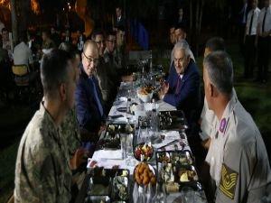 Başbakan Yıldırım, Jandarma ile iftar yaptı