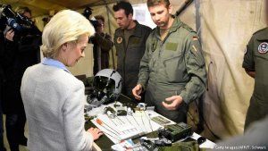 Alman Savunma Bakanı Ursula von der Leyen İncirlik'e ziyaret