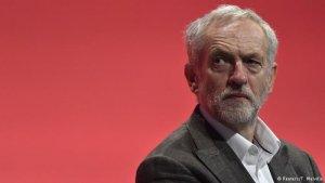 İşçi Partisi'nin 8 ismi genel başkan Jeremy Corbyn'e desteğini çekti