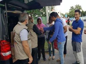 Avrupa Yetim-Der'den mültecilere anlamlı hediyeler