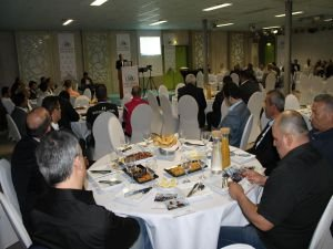 IHO Ebrar Lahey'de işadamlarına iftar verdi