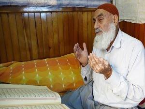 68 yaşındaki Yusuf Ateş 26 yıldır itikâfa giriyor