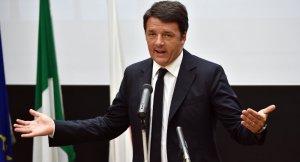 İtalya Başbakanı Renzi'den genç İngilizlere 'AB pasaportu'