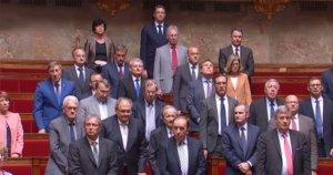 Fransa meclisinde hayatını kaybedenler için saygı duruşu