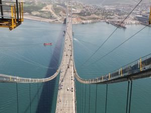 İzmit Körfezi'ndeki asma köprü açıldı