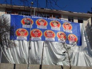 Çınar katliamında hayatını kaybedenlerin resimleri emniyet binasında