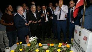 Başbakan Soma'daki Madenci Şehitliği'ni ziyaret etti
