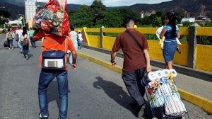 Venezuela halkı Kolombiya'ya geçti!