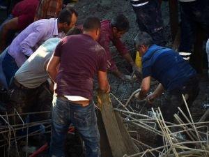 Mersin'de Cami inşaatı çöktü